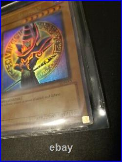 Yugioh LOB-005 Dark Magician Ultra Rare 1st Edition North American Print MP